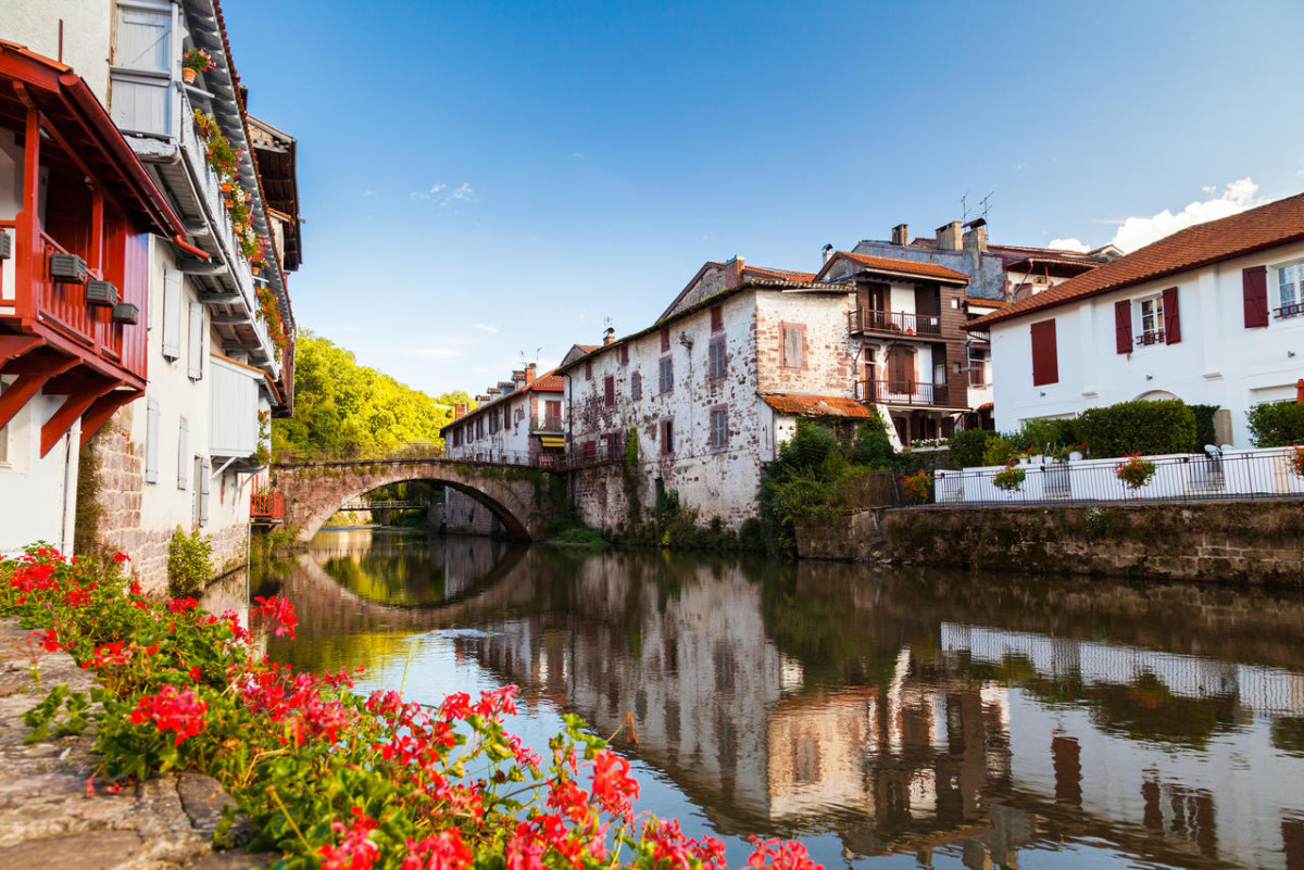 Les chemins de saint jacques de compostelle en pays basque la boutique du p lerin st jean - Hostel st jean pied de port ...